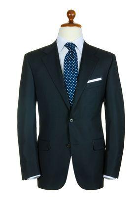 Quelle cravate avec une veste noire