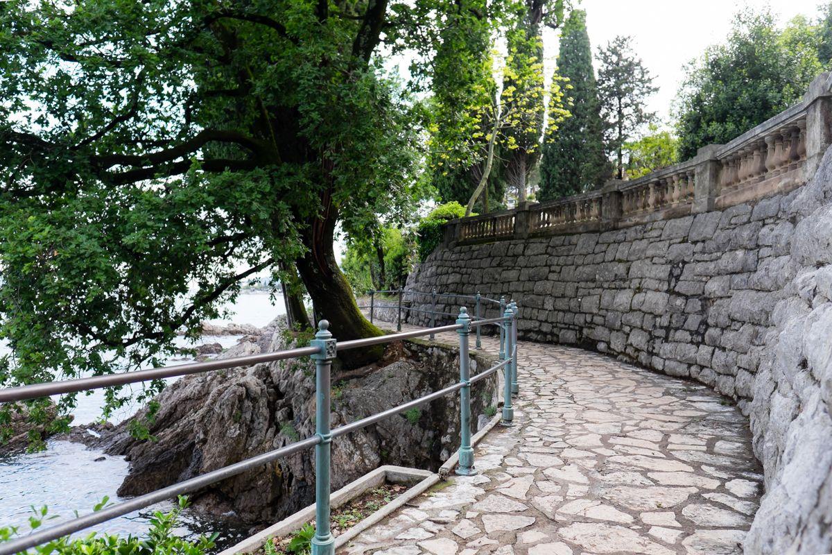 Abbazia - Opatija - Croatia See More on http://www.missclaire.it/travel/cosa-vedere-passeggiando-per-opatija-abbazia/ Miss_Claire_Abbazia-1029