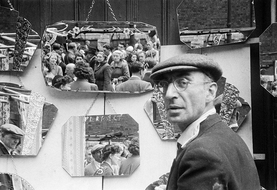 A stall selling mirrors at Petticoat Lane market, London, 1951 Photograph: Ernst Haas/ Getty Images