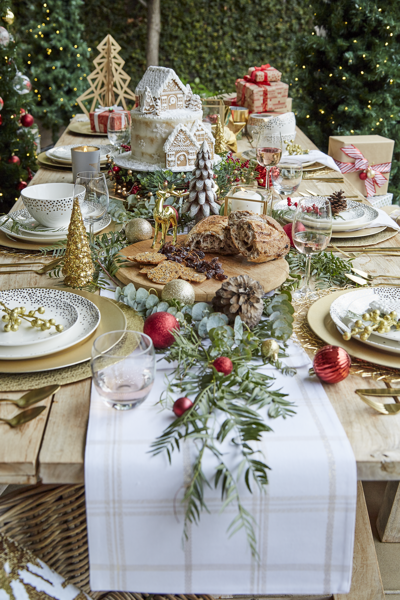 How Lucky Are We To Have Christmas In The Summer Time Decorate Your Outdoor Table Christmas Centerpieces Christmas Table Decorations Christmas Table Settings