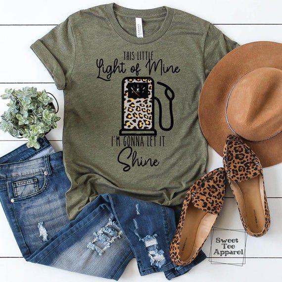 Funny tshirt - Humorous Mom shirt - This little li