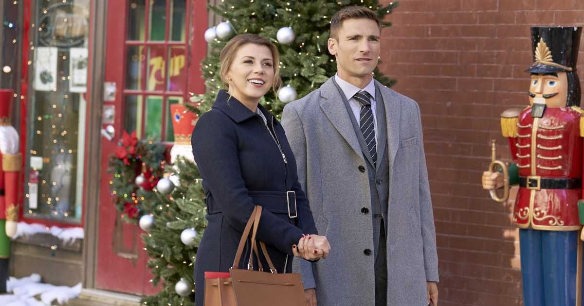 8 Hallmark Christmas Movies You Don't Want to Miss (With images) | Hallmark christmas movies ...