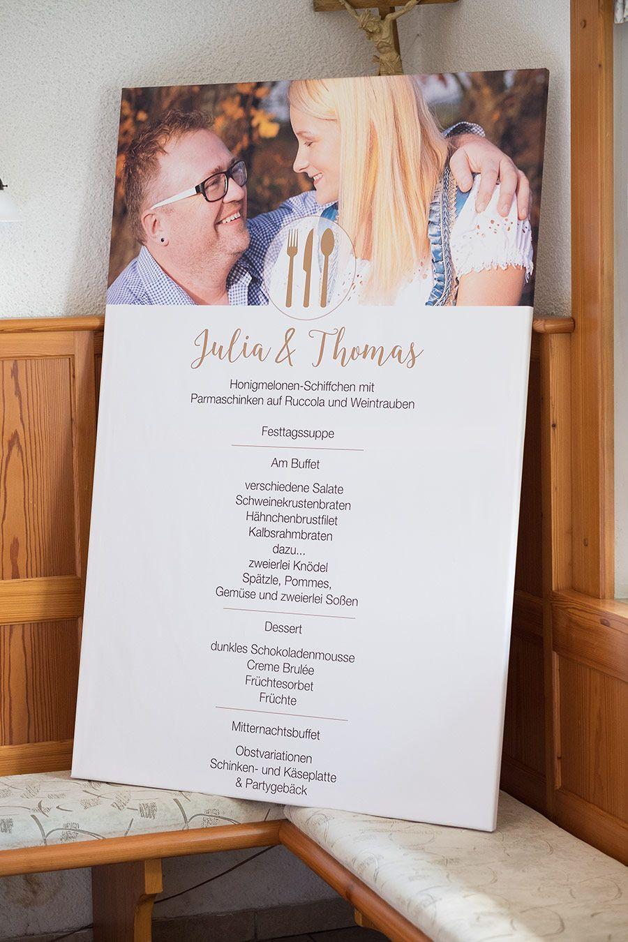 Eine große Tafel mit dem Menü zur Hochzeit Es muss ja nicht immer