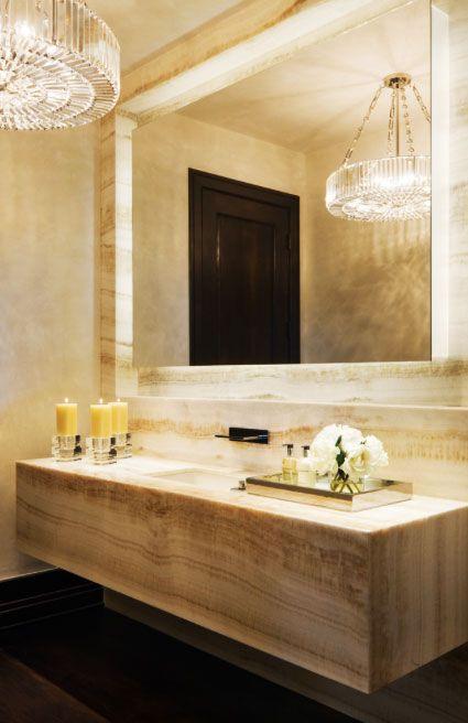 Cuarto de baño con lavabo y muros en mármol   Decoracion ...