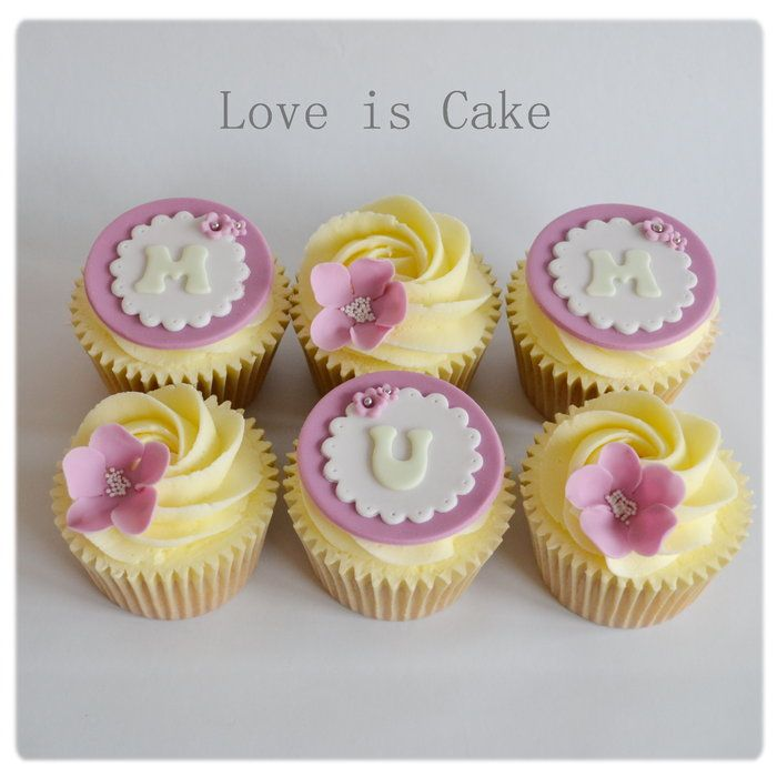 Mother 39 s day cupcakes by loveiscakeuk for Cup decorating ideas