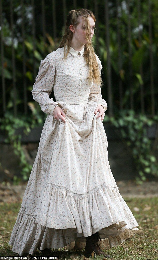Nicole Kidman And Elle Fanning On Set Of The Beguiled In New