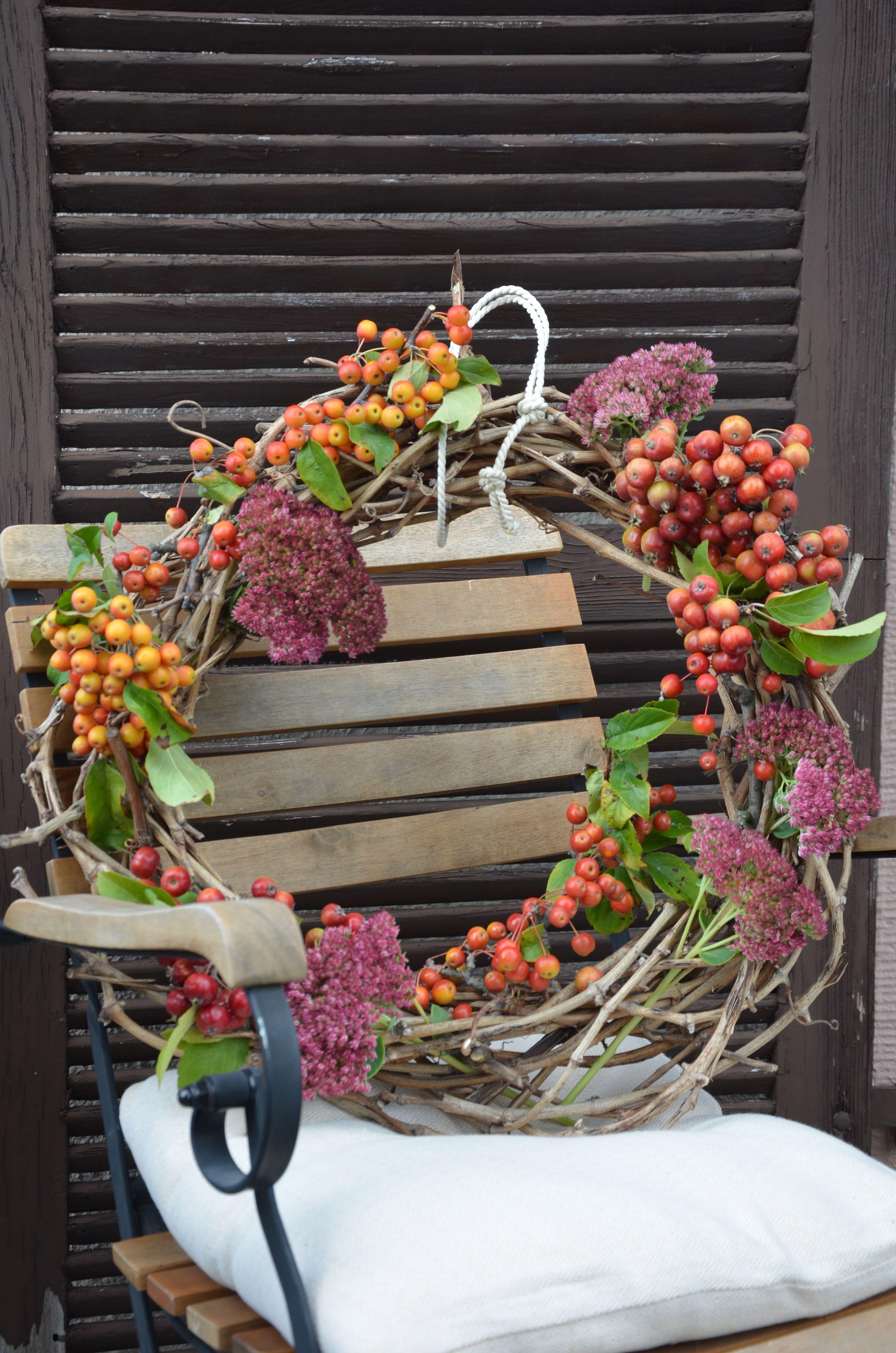herbstkranz aus naturmaterialien kransen pinterest herbstkr nze naturmaterialien und kr nze. Black Bedroom Furniture Sets. Home Design Ideas