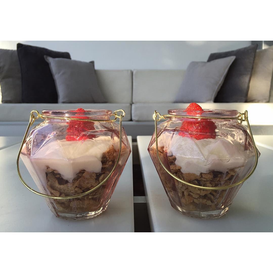 Desayuno Speciak K con yogurt @activia_es y unas  en mis tarritos nuevos de @primark #desayuno #healthy #specialk #activia #activiayogurt #bloggymery #primark #nopuedocomprarniuncacharromas #breakfast #home #apryl #weekend by bloggymery