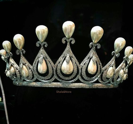 diamond fluer a pin fabulous pearls within pear least suspended at and shaped ribbons seven between featuring french hung pearl tiara