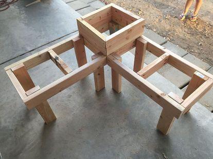 Photo of Banc d'angle bricolage avec table intégrée