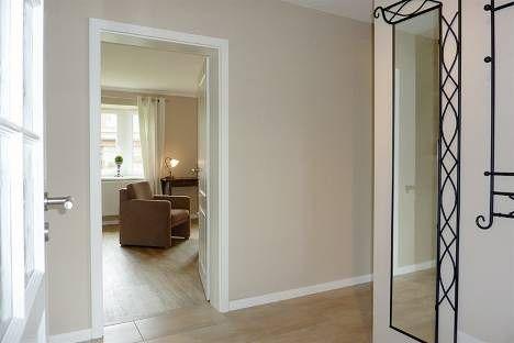 Holzfliesen Im Flur, Holzdielen Im Wohnzimmer, Schöne Wandfarbe