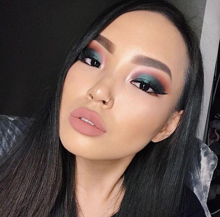 Tendencias 2018 maquillaje Ojos ahumados con sombras de colores