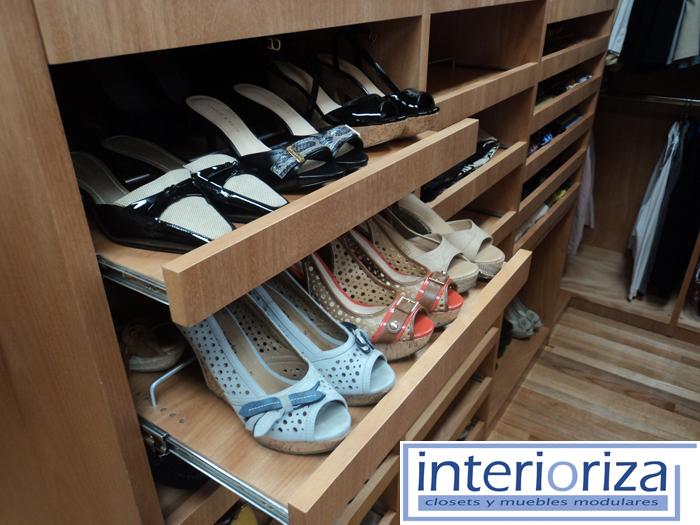 Tienes muchos zapatos una soluci n inteligente para for Diseno zapateras para closet