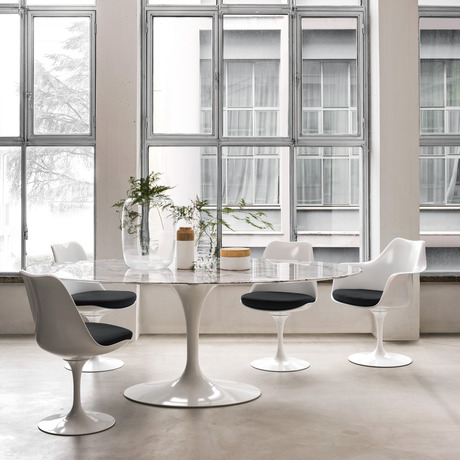 Saarinen Oval Dining Table In 2020 Saarinen Oval Dining Table Saarinen Dining Table Dining Room Contemporary