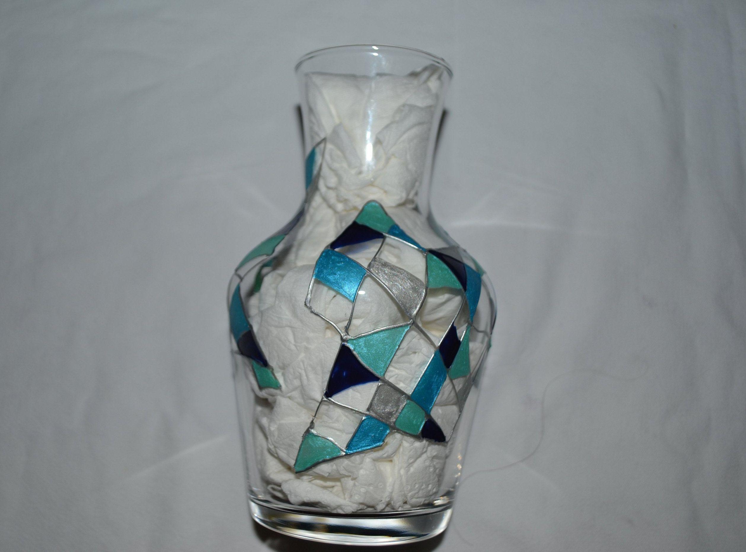 Carafe Vase En Verre Peint Motifs Graphiques Bleu Turquoise Vase Vitrail Vase Couleur Carafe Decoree Vase Bleu Peinture Sur Verre Opaleisis Avec Images Vases Bleus Vase Verre Vases Peints