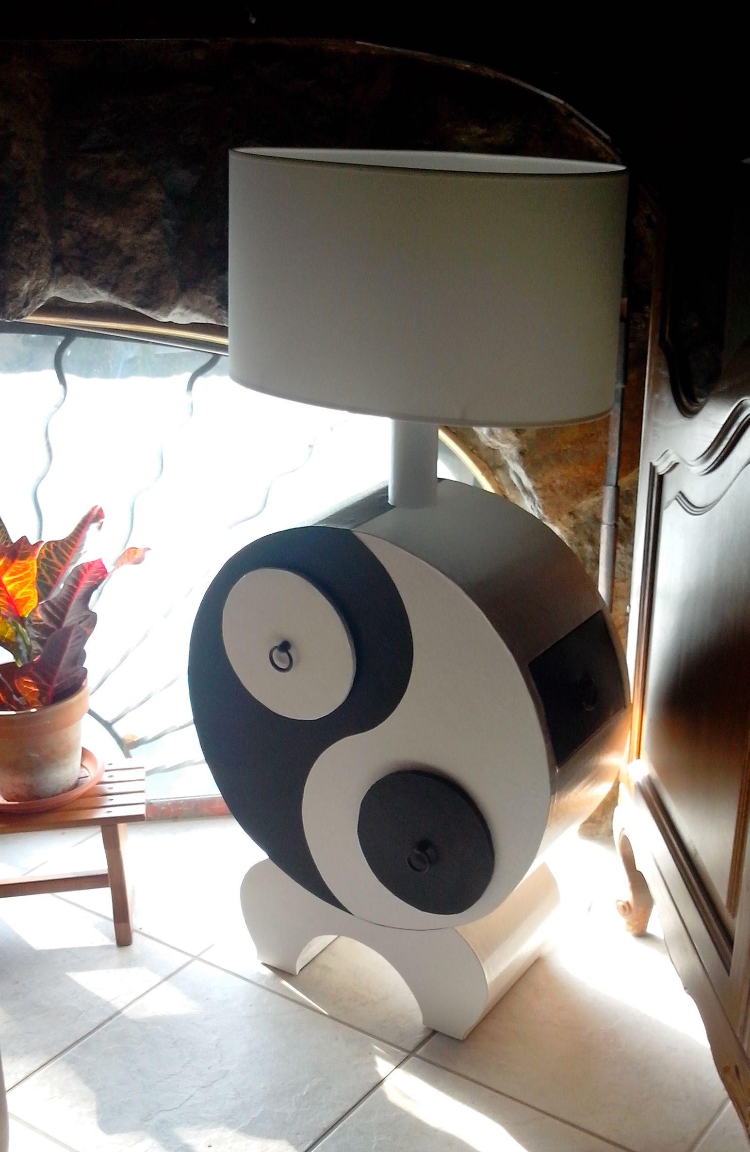 voici ma derni re cr ation en carton une petite lampe ying yang habill e de skivertex noir. Black Bedroom Furniture Sets. Home Design Ideas