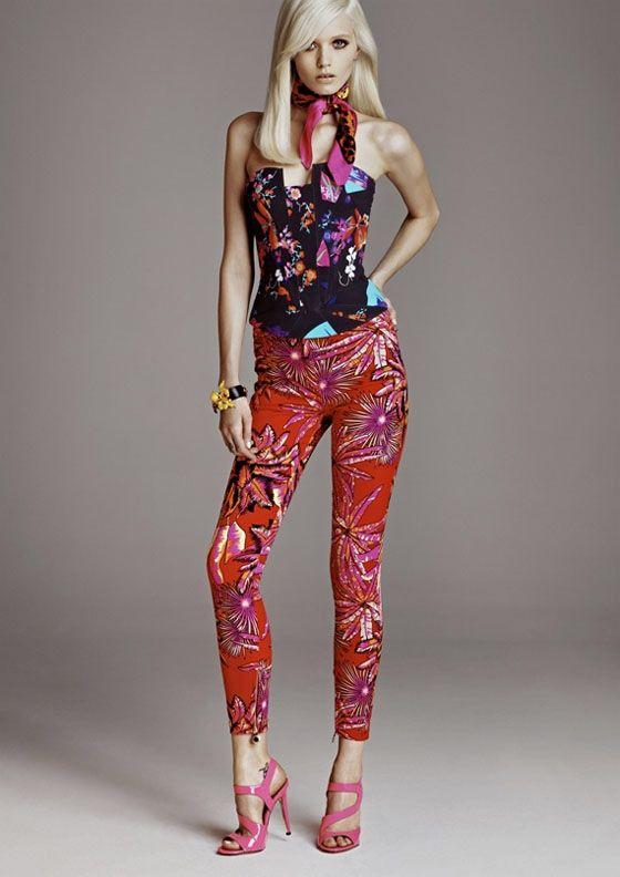Imagen de http://www.freshfashionidea.com/wp-content/uploads/2011/10/Fashion-Style-of-Versace-for-HM-Lookbook.jpg.