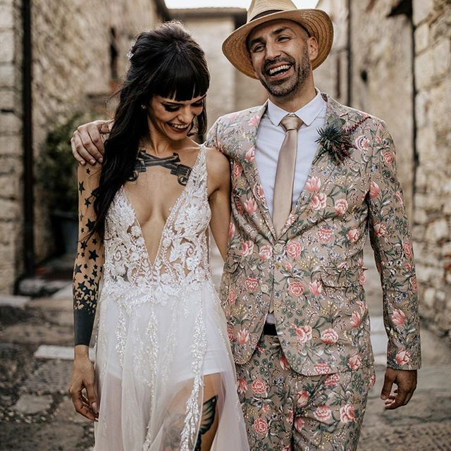 Funky Wedding Gowns: Bride And Groom Wedding Photography.