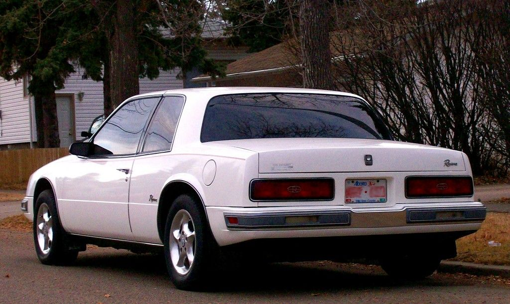 1986 buick riviera rear left side this chopped off flat. Black Bedroom Furniture Sets. Home Design Ideas