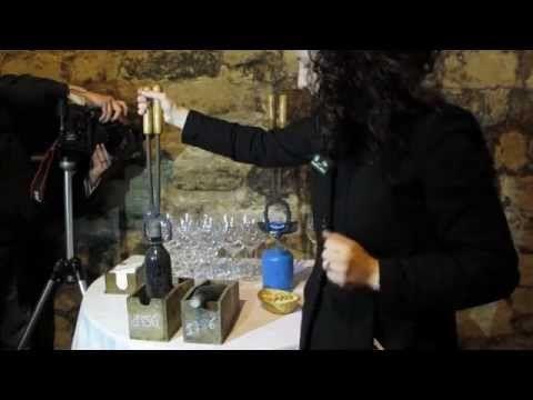 Cómo abrir una botella de vino antiguo