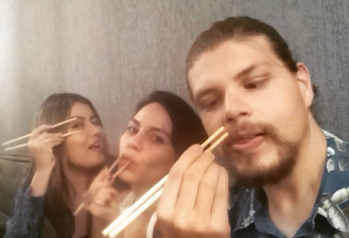 Quem disse que hashi serve só para comer??? #famintos #japanesefood  by andreaponts http://ift.tt/1OLWRjG