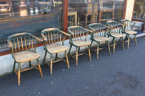 6 stoler fra Trøndelag, år ca. 1860-80 Høyde sete: 43cm. Høyde rygg 73cm. à Kr. 4.500,-
