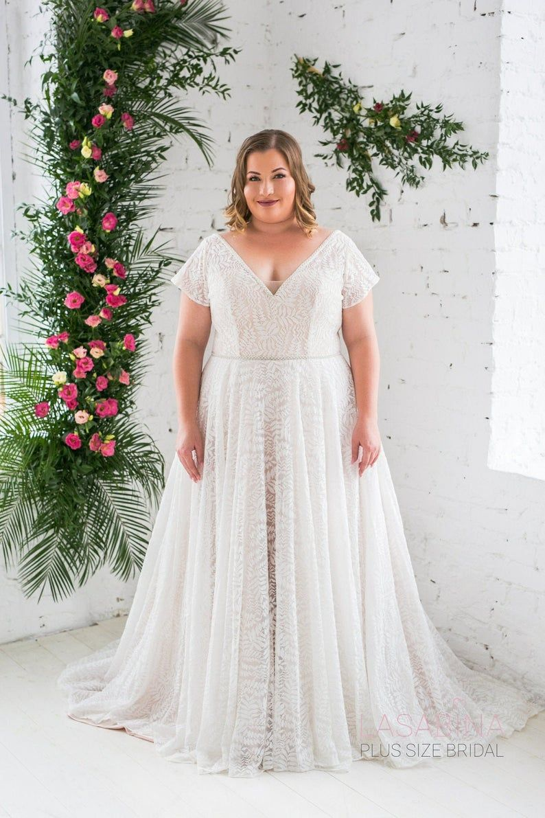 Plus Size Wedding Dress Vintage Plus Size Wedding Dress Etsy In 2021 Plus Size Wedding Dresses With Sleeves Plus Wedding Dresses Lace Wedding Dress Vintage