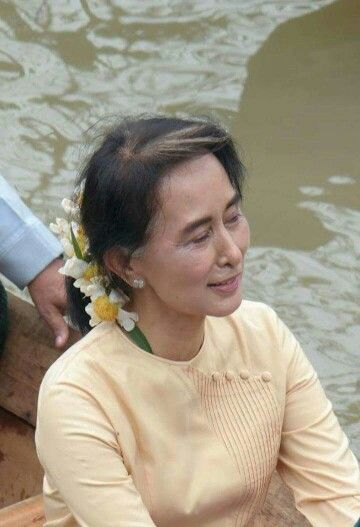 daw aung san suu kyi to flooded villages in bago region in  daw aung san suu kyi to flooded villages in bago region in 2015