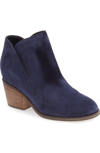 This is such a versatile boot. Looks amazing with skinny jeans, shorts and dresses. I need one in every color.