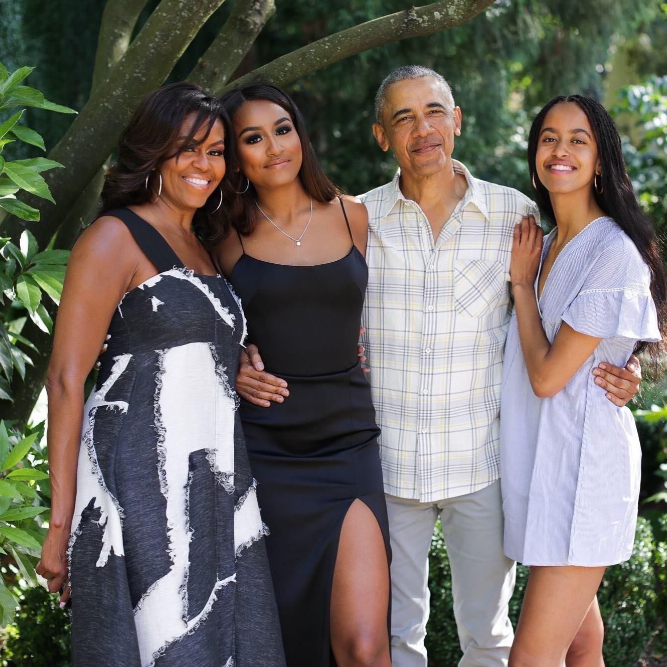 Pics The Obama S Wish You A Happy Thanksgiving With Images Barack And Michelle Malia And Sasha Michelle Obama
