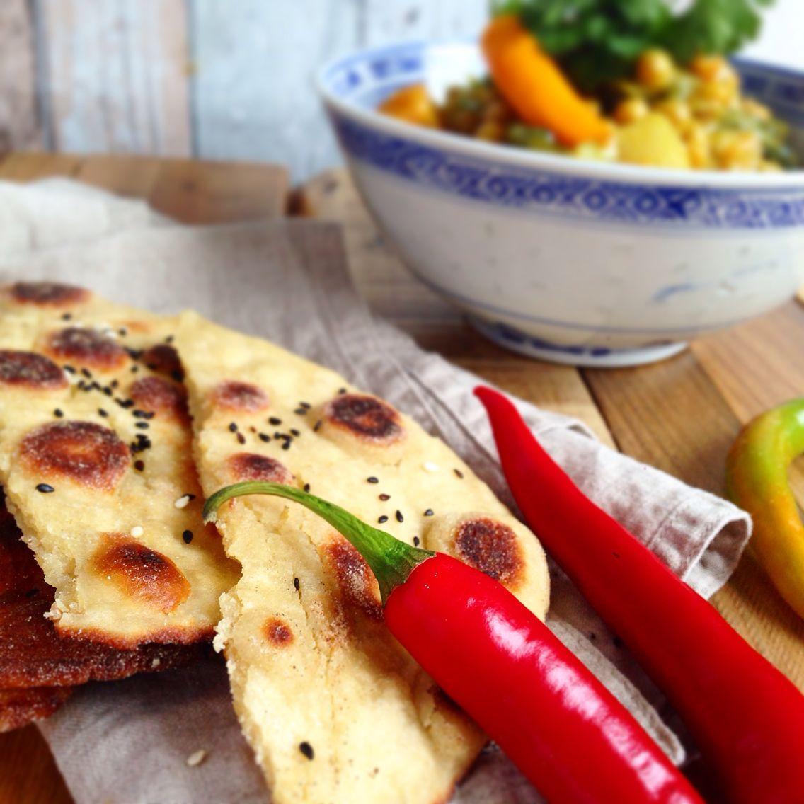Lecker Kichererbsen Curry mit Mangold und selbst gemachten naanbrot Rezept unter www.soschmecktliebe.com