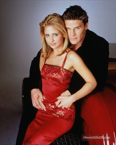 Buffy the Vampire Slayer - Promo shot of Sarah Michelle Gellar & David Boreanaz