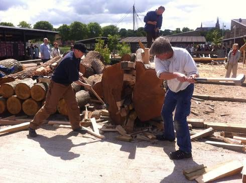 180-year-old oak trunk has been chopped to Gislinge boat - Viking Ship Museum Roskilde