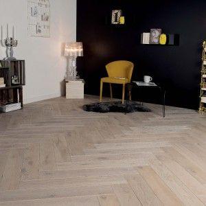 association de murs noir blanc avec parquet en ch ne vieilli b ton rompu co parquets. Black Bedroom Furniture Sets. Home Design Ideas