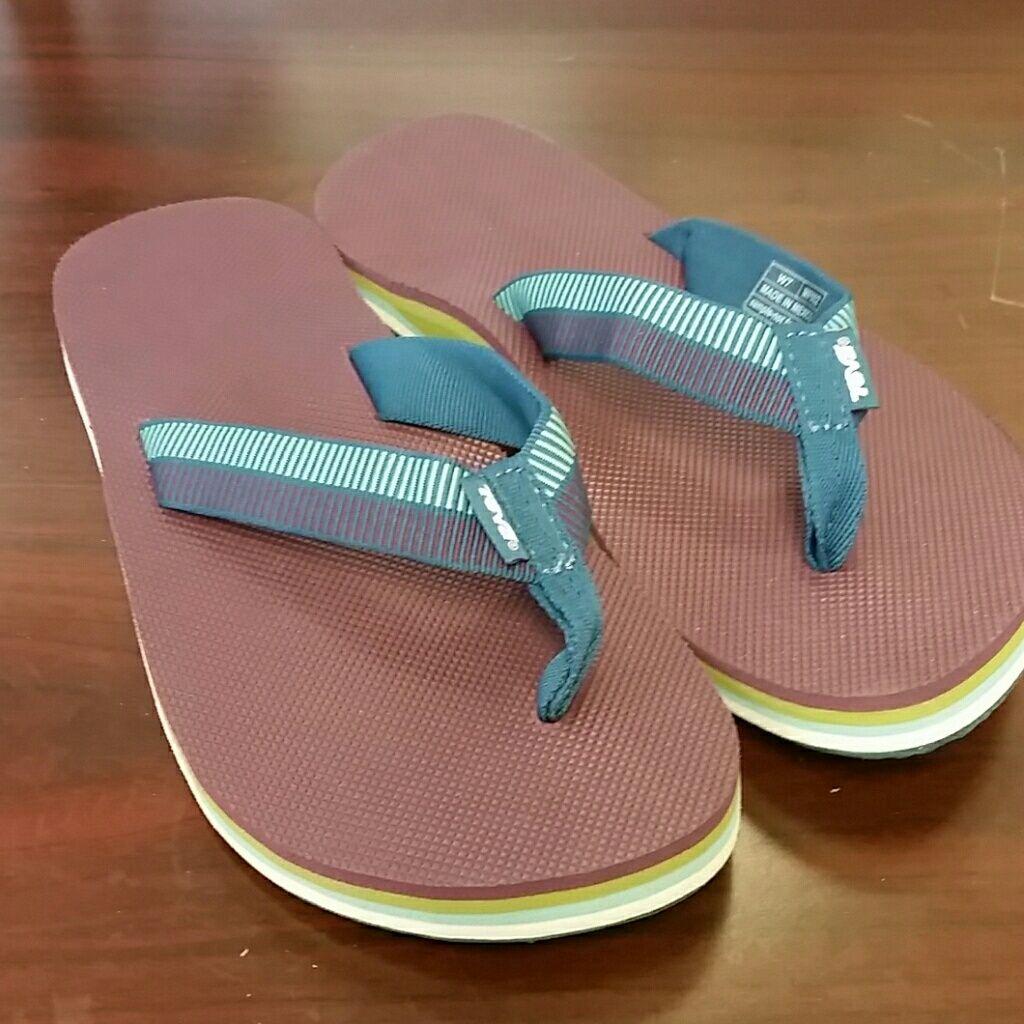 5c5f8f6cdef95a New Women S Teva Deckers Flip Flops Size 7