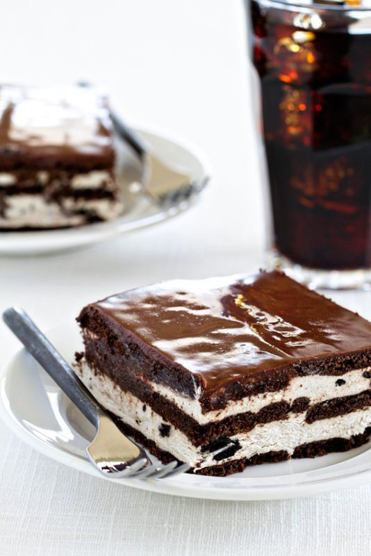 "<p><a href=""http://www.ebay.com/gds/Oreo-Ice-Box-Cake-/10000000205397653/g.html?roken2=ti.pSmFtaWUgTG90aHJpZGdl"" target=""_blank"">Get the recipe here.</a></p>"