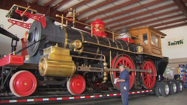 A Local Man Built A Full Size Working Replica Of An 1860 S Steam