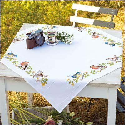 Nappe Oiseaux Chanteurs A Broder Au Point De Croix Compte Point De Croix Nappe Carree Nappe De Table