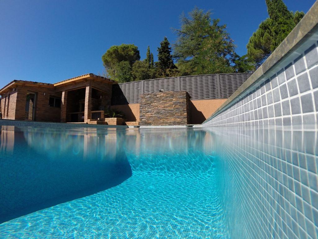 Moderna elegante y con cuidados detalles presentamos la for Cuidado de piscinas