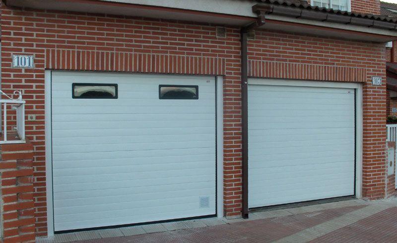 Puertas De Garajes Seccionales Blanca Con Ventanas Y Sin Ventanas Puertas De Garaje Puerta De Garaje Puertas