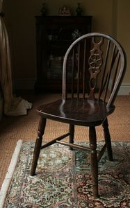 Google Image Result for http://img.ehowcdn.com/article-new/ehow/images/a06/e6/ro/styles-antique-chairs-1.1-800x800.jpg
