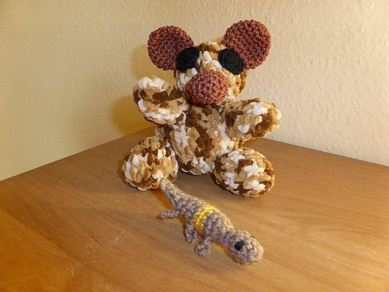 Bär und kleiner Gecko