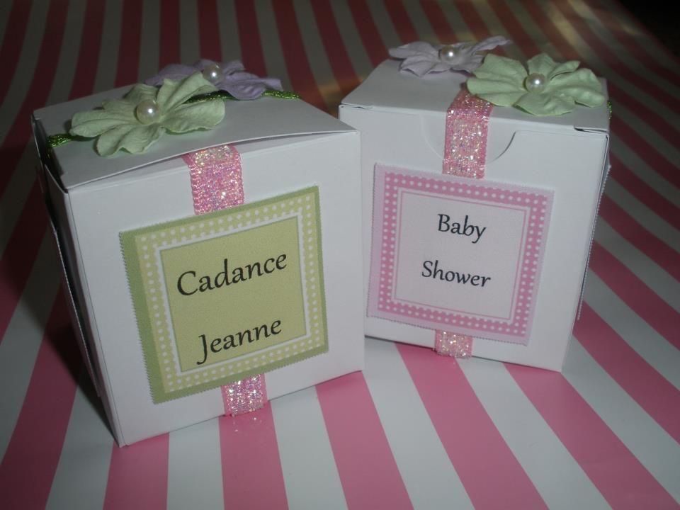 Such a cute baby shower invite idea!