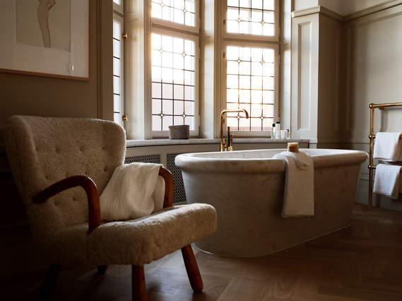 Bathroom by Ilse Crawford - yes I would spend a day here.