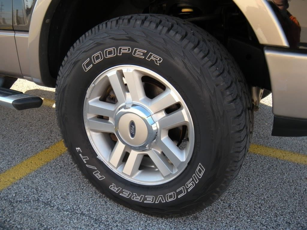 Cooper Discoverer A T3 Traction Radial Tire 245 75r16