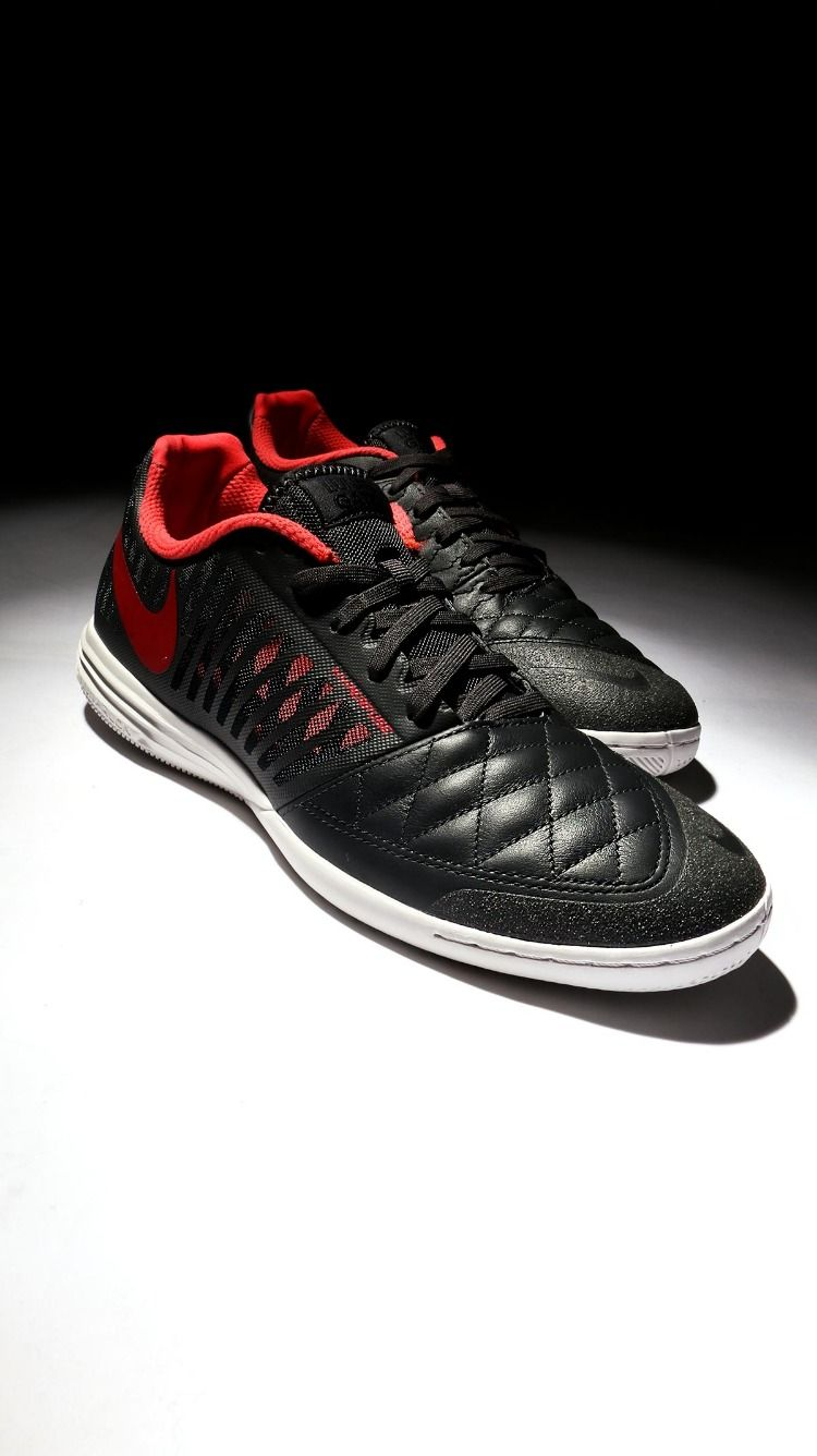 sports shoes 9f6c0 78b59 Vuelven las icónicas zapatillas de futsal Nike LunarGato II. Las Nike Lunar  Gato de 2019