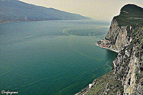 La Famosa Terrazza Del Brivido Di Tremosine Lago Di Garda