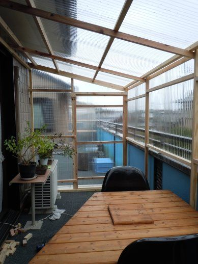 60ad42f13213e3 Easy DIY patio enclosure using 2x4's and hard plastic sheets. Would work  well in warmer climates, but most likely not strong enough to withstand a  heavy ...