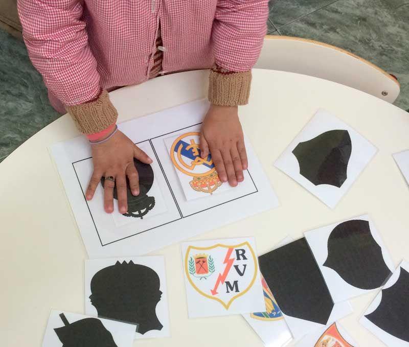 ¿Pueden estar relacionadas formas planas y fútbol en infantil? El reconocimiento de formas es clave en el desarrollo del pensamiento geométrico.