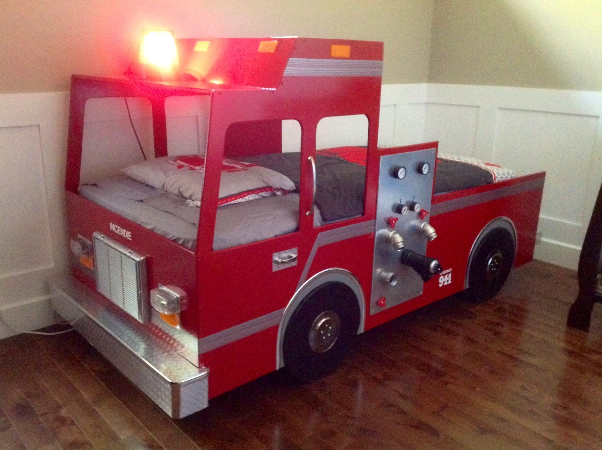lit pour enfant camion de pompier bricolage pinterest lit pour enfant pompiers et pour. Black Bedroom Furniture Sets. Home Design Ideas